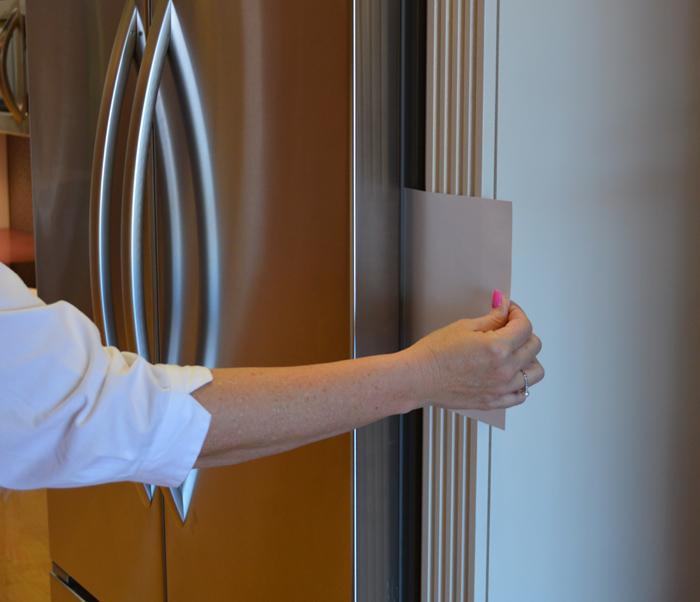 kiễm tra cửa tủ lạnh