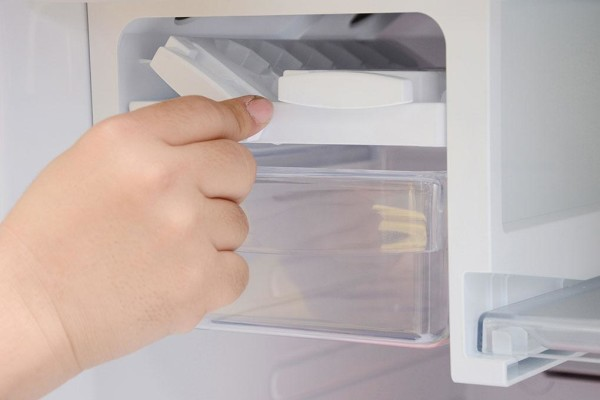 Tủ lạnh Sanyo SR-Q285RB với khay đá xoắn tiện dụng